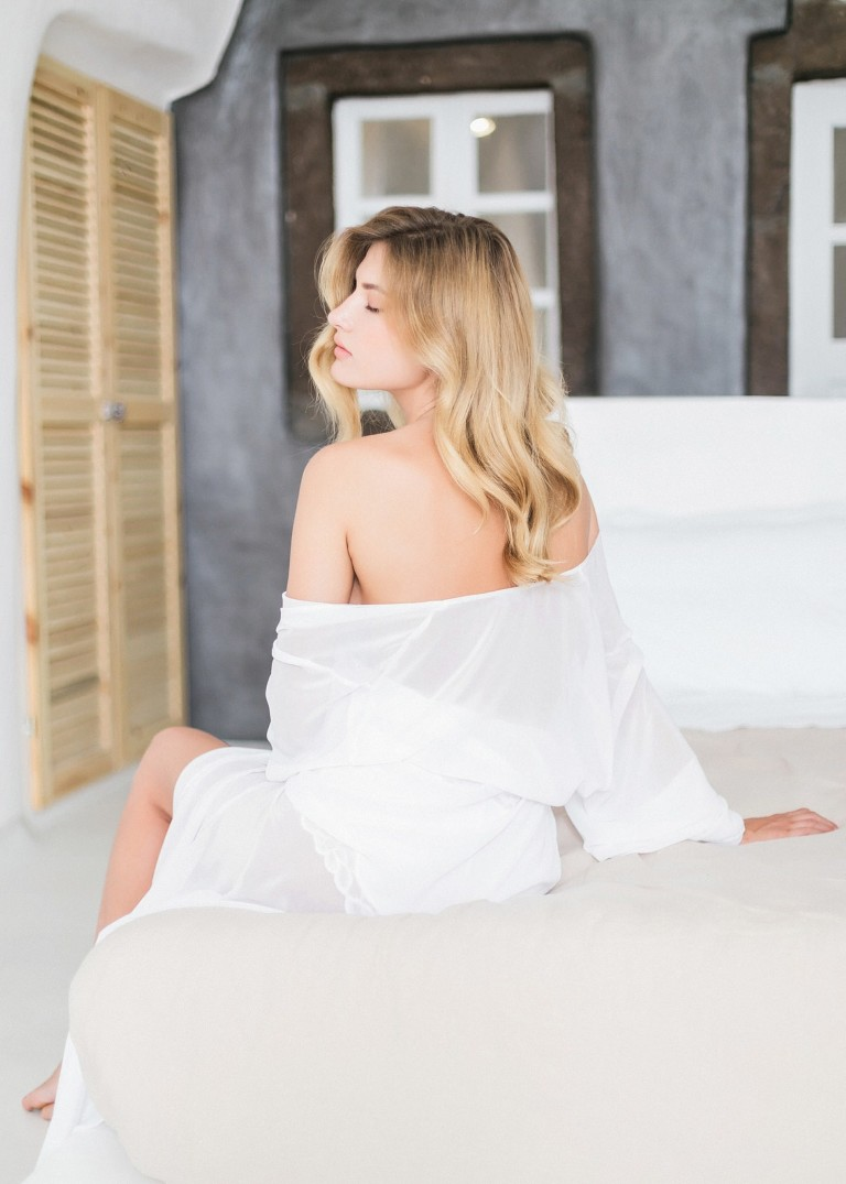 28-boudoir-santorini-wedding-photographer-greece-v